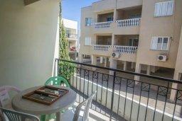 Балкон. Кипр, Каппарис : Комфортабельный апартамент с 2-мя спальнями, с гостиной и балконом, в комплексе с бассейном и детской площадкой