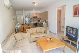 Гостиная. Кипр, Каппарис : Комфортабельный апартамент с 2-мя спальнями, с гостиной и балконом, в комплексе с бассейном и детской площадкой