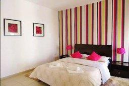Спальня. Кипр, Ларнака город : Апартамент в комплексе в бассейном, с гостиной, двумя спальнями и патио