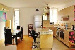 Кухня. Кипр, Ларнака город : Современный апартамент в комплексе в бассейном, с гостиной, двумя спальнями, двумя ванными комнатами и большим балконом