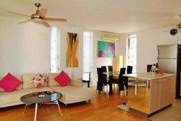 Гостиная. Кипр, Ларнака город : Современный апартамент в комплексе в бассейном, с гостиной, двумя спальнями, двумя ванными комнатами и большим балконом