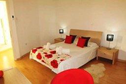 Спальня. Кипр, Ларнака город : Современный апартамент в комплексе в бассейном, с гостиной, двумя спальнями, двумя ванными комнатами и большим балконом