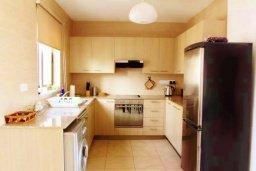 Кухня. Кипр, Ларнака город : Великолепный пентхаус в комплексе в бассейном, с гостиной, двумя спальнями, двумя ванными комнатами и большим балконом