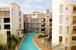 Фасад дома. Кипр, Ларнака город : Великолепный пентхаус в комплексе в бассейном, с гостиной, двумя спальнями, двумя ванными комнатами и большим балконом