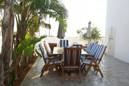 Обеденная зона. Кипр, Каппарис : Прекрасная вилла с 2-мя спальнями, бассейном и уютным двориком с патио