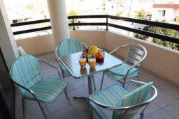 Балкон. Кипр, Ларнака город : Уютный апартамент недалеко от пляжа, с гостиной, отдельной спальней и балконом