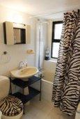 Ванная комната. Кипр, Ларнака город : Уютный апартамент в 100 метрах от пляжа, с гостиной, двумя спальнями и балконом