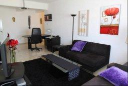 Гостиная. Кипр, Ларнака город : Уютный апартамент в 100 метрах от пляжа, с гостиной, двумя спальнями и балконом