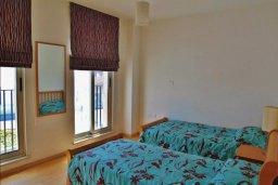 Спальня 2. Кипр, Ларнака город : Прекрасный апартамент в комплексе с бассейном, с большой гостиной, двумя спальнями, двумя ванными комнатами и балконом