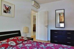 Спальня. Кипр, Ларнака город : Прекрасный апартамент в комплексе с бассейном, с большой гостиной, двумя спальнями, двумя ванными комнатами и балконом