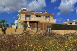 Фасад дома. Кипр, Сиренс Бич - Айя Текла : Уютная вилла с бассейном в 100 метрах от моря, 3 спальни, 2 ванные комнаты, барбекю, парковка, Wi-Fi
