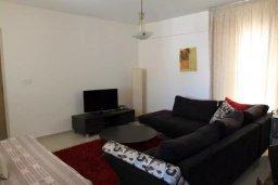 Гостиная. Кипр, Ларнака город : Прекрасный апартамент недалеко от пляжа, с гостиной, двумя спальнями и балконом