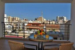 Балкон. Кипр, Ларнака город : Прекрасный апартамент недалеко от пляжа, с гостиной, двумя спальнями и балконом