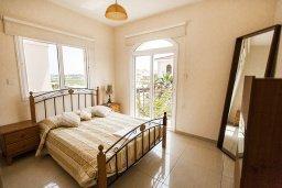 Спальня. Кипр, Каппарис : Прекрасная вилла с бассейном и зеленым двориком, 4 спальни, 3 ванные комнаты, барбекю, парковка, Wi-Fi