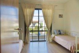 Спальня. Кипр, Гермасойя Лимассол : Прекрасный таунхаус в комплексе с бассейном и детской площадкой, 3 спальни, 2 ванные комнаты, терраса, парковка