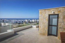 Терраса. Кипр, Хлорака : Современная вилла с бассейном и зеленым двориком, 3 спальни, парковка, Wi-Fi