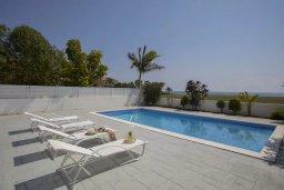 Бассейн. Кипр, Мазотос : Прекрасная вилла с потрясающим видом на море, с 4-мя спальнями, с бассейном, уютным патио, расположена всего в нескольких шагах от пляжа