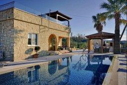 Фасад дома. Кипр, Аргака : Роскошная вилла с видом на море, с 3-мя спальнями, с большим бассейном, беседкой и барбекю, расположена в тихом живописном месте в деревне Аргака