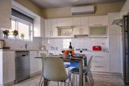 Кухня. Кипр, Аргака : Роскошная вилла с видом на море, с 3-мя спальнями, с большим бассейном, беседкой и барбекю, расположена в тихом живописном месте в деревне Аргака