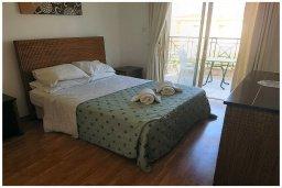 Спальня. Кипр, Корал Бэй : Восхитительная вилла с 4-мя спальнями, 3-мя ванными комнатами, с бассейном, солнечной террасой с патио, расположена в 300 метрах от пляжа Coral Bay beach