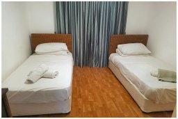 Спальня 2. Кипр, Корал Бэй : Восхитительная вилла с 4-мя спальнями, 3-мя ванными комнатами, с бассейном, солнечной террасой с патио, расположена в 300 метрах от пляжа Coral Bay beach