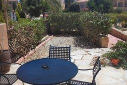 Терраса. Кипр, Пафос город : Апартамент в комплексе с 2-мя бассейнами и зеленой территорией, с гостиной, двумя спальнями и террасой