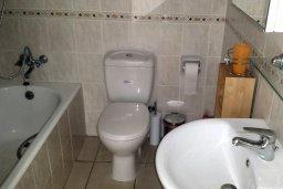 Ванная комната. Кипр, Пафос город : Апартамент в комплексе с 2-мя бассейнами и зеленой территорией, с гостиной, отдельной спальней и балконом