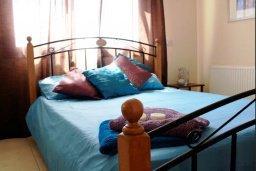 Спальня 3. Кипр, Перволия : Прекрасная вилла с бассейном и зеленым двориком с барбекю, 4 спальни, 3 ванные комнаты, парковка, Wi-Fi