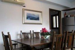 Обеденная зона. Кипр, Перволия : Прекрасная вилла с бассейном и зеленым двориком с барбекю, 4 спальни, 3 ванные комнаты, парковка, Wi-Fi