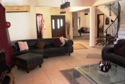Гостиная. Кипр, Перволия : Прекрасная вилла с бассейном и зеленым двориком с барбекю, 4 спальни, 3 ванные комнаты, парковка, Wi-Fi