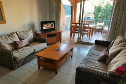 Гостиная. Кипр, Пафос город : Апартамент в комплексе с 2-мя бассейнами и зеленой территорией, с гостиной, тремя спальнями, двумя ванными комнатами и балконом