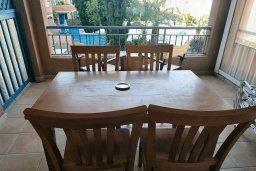 Балкон. Кипр, Пафос город : Апартамент в комплексе с 2-мя бассейнами и зеленой территорией, с гостиной, тремя спальнями, двумя ванными комнатами и балконом