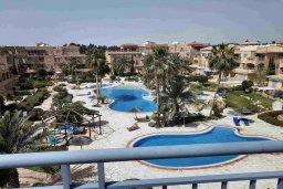 Вид. Кипр, Пафос город : Пентхаус в комплексе с 2-мя бассейнами и зеленой территорией, с гостиной, тремя спальнями, двумя ванными комнатами и большой террасой