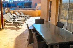 Балкон. Кипр, Пафос город : Пентхаус в комплексе с 2-мя бассейнами и зеленой территорией, с гостиной, тремя спальнями, двумя ванными комнатами и большой террасой