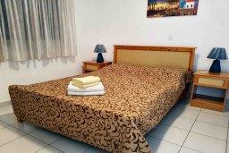 Спальня. Кипр, Пафос город : Пентхаус в комплексе с 2-мя бассейнами и зеленой территорией, с гостиной, тремя спальнями, двумя ванными комнатами и большой террасой
