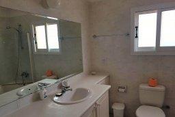 Ванная комната. Кипр, Пафос город : Пентхаус в комплексе с 2-мя бассейнами и зеленой территорией, с гостиной, тремя спальнями, двумя ванными комнатами и большой террасой