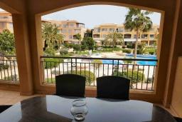 Балкон. Кипр, Пафос город : Апартамент в комплексе с 2-мя бассейнами и зеленой территорией, с гостиной, двумя спальнями и балкон