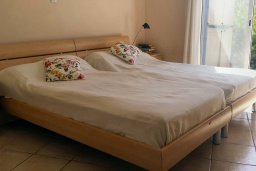 Спальня. Кипр, Пафос город : Апартамент в комплексе с бассейном, с гостиной, отдельной спальней и террасой