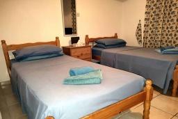 Спальня 2. Кипр, Пафос город : Апартамент в комплексе с бассейном, с гостиной, тремя спальнями, двумя ванными комнатами и балконом