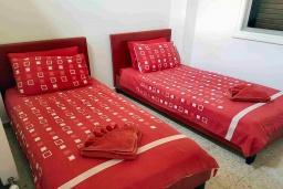 Спальня 3. Кипр, Пафос город : Прекрасная вилла с террасой в комплексе с большим бассейном, 3 спальни, 2 ванные комнаты, парковка, Wi-Fi