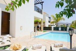 Фасад дома. Кипр, Корал Бэй : Прекрасная вилла с бассейном и зоной отдыха с барбекю, 3 спальни, 2 ванные комнаты, парковка, Wi-Fi