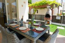 Обеденная зона. Кипр, Корал Бэй : Прекрасная вилла с бассейном и зоной отдыха с барбекю, 3 спальни, 2 ванные комнаты, парковка, Wi-Fi