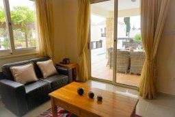 Гостиная. Кипр, Корал Бэй : Прекрасная вилла с бассейном и зоной отдыха с барбекю, 3 спальни, 2 ванные комнаты, парковка, Wi-Fi