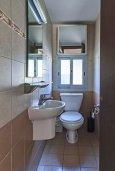 Туалет. Кипр, Дасуди Лимассол : Трехуровневый таунхаус с приватным двориком в комплексе с бассейном, 3 спальни, 2 ванные комнаты, барбекю, парковка, Wi-Fi