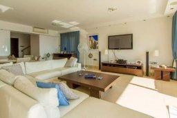 Гостиная. Кипр, Пернера : Роскошная пляжная вилла с 4-мя спальнями, с бассейном и барбекю, расположена в идиллическом районе Пернера