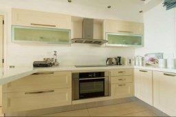 Кухня. Кипр, Пернера : Роскошная пляжная вилла с 4-мя спальнями, с бассейном и барбекю, расположена в идиллическом районе Пернера