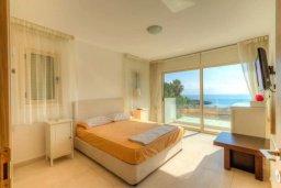 Спальня. Кипр, Пернера : Роскошная пляжная вилла с 4-мя спальнями, с бассейном и барбекю, расположена в идиллическом районе Пернера