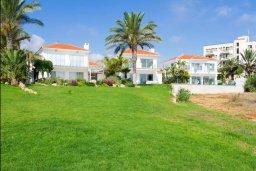Фасад дома. Кипр, Пернера : Роскошная пляжная вилла с 4-мя спальнями, с бассейном и барбекю, расположена в идиллическом районе Пернера