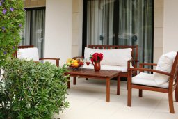 Патио. Кипр, Куклия : Прекрасная вилла с бассейном и красивым садом, 3 спальни, 2 ванные комнаты, барбекю, парковка, Wi-Fi
