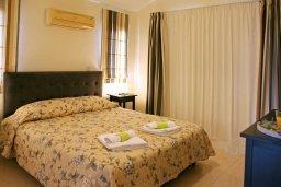 Спальня. Кипр, Куклия : Прекрасная вилла с бассейном и красивым садом, 3 спальни, 2 ванные комнаты, барбекю, парковка, Wi-Fi